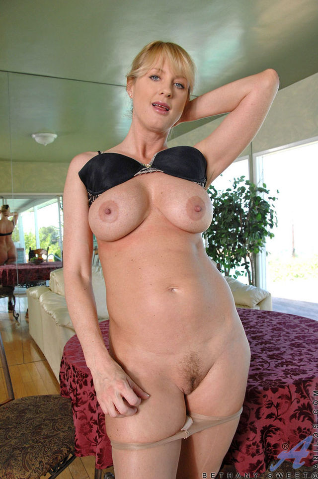 busty milfs photos milf fed busty sweet bethany cac descargar