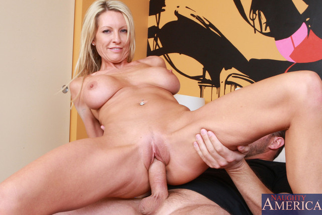 busty mom sex gallery pictures hot emma starr myfriendshotmom general