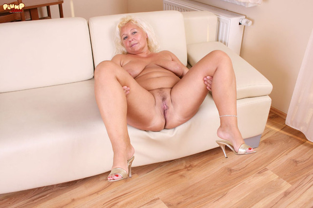 chubby free mature porn mature porn pictures bbw ass blonde spreading granny chubby plump solo back wide
