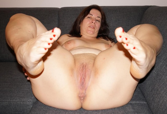 chubby mature porn pic mature pussy porn pics bbw ass milf chubby fat spread feet toes