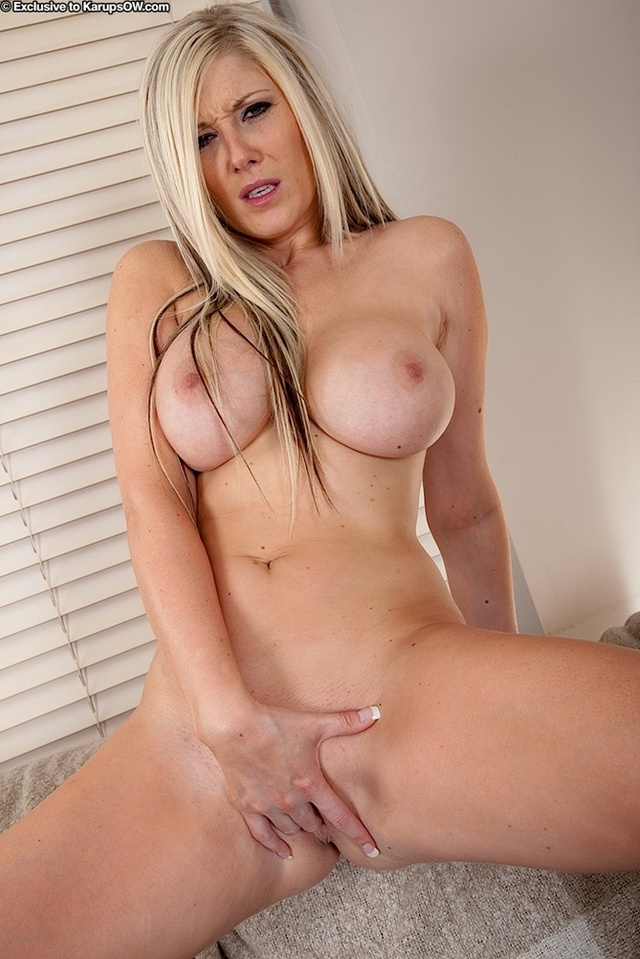 exclusive milf gallery milf spread