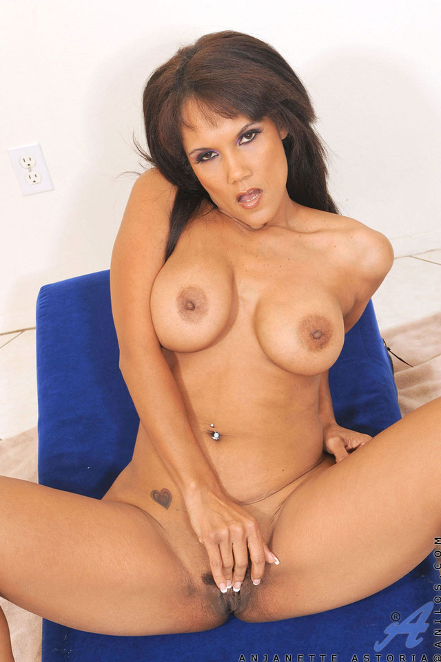 exclusive milf gallery pictures milf topless strips anilos curvaceous general
