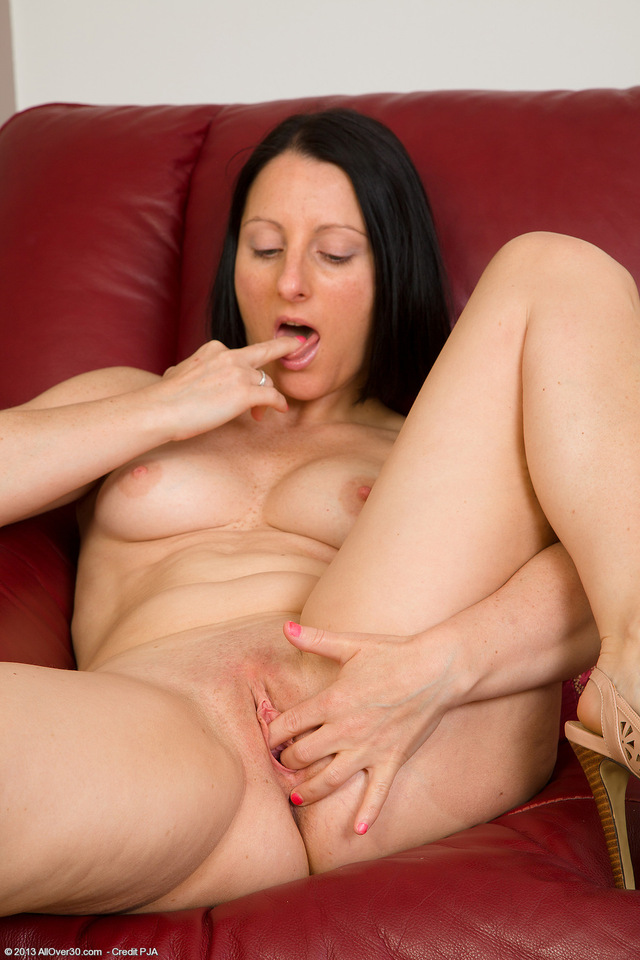 exclusive milf pictures pictures old milf year from exclusive allover amber shoots upcoming amb amberl jeate hmqafl