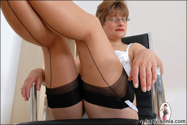 free gallery mature nylon porn lady mature galleries sonia from boss nylons boston mrs bzq primm
