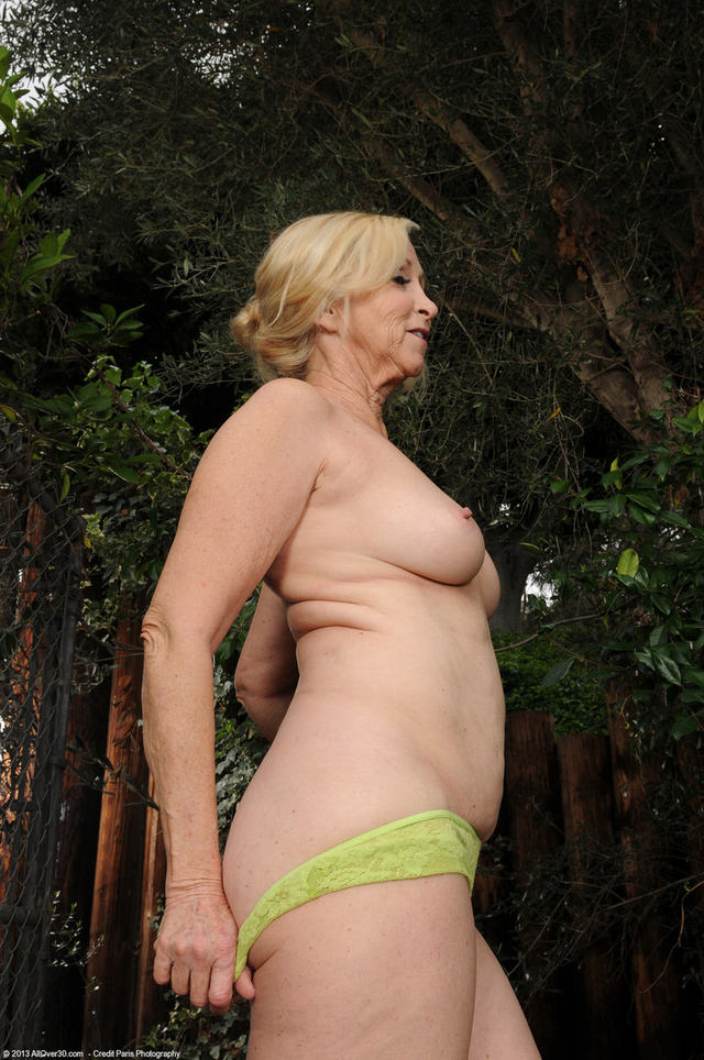 Free Movies Of Grannies Striptease 98