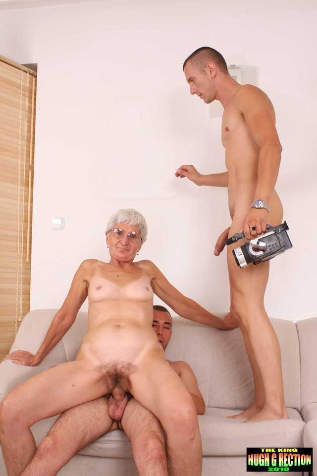 Бабушки молодые парни фото порно