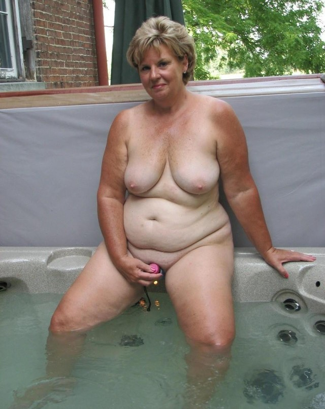 Naked mature chubby pictures