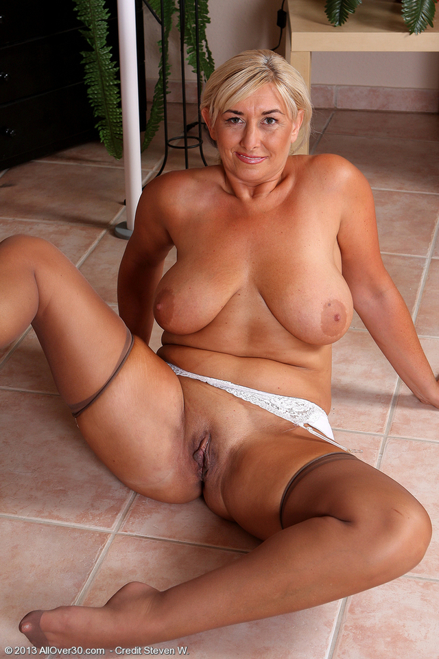horny mature milf mature nude porn pics women old hot year