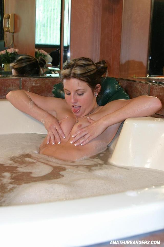 horny milf images amateur media galleries milf masturbating horny bath
