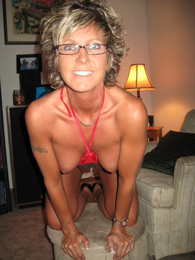 horny milfs galleries amateur porn milf photo horny brown flashing tanned