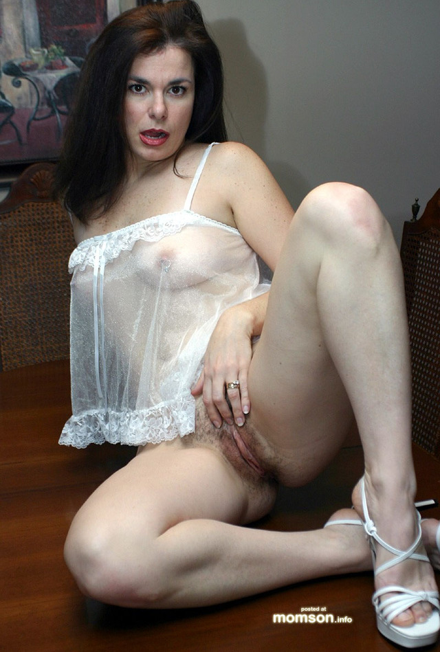 Amateur mom hairy pussy