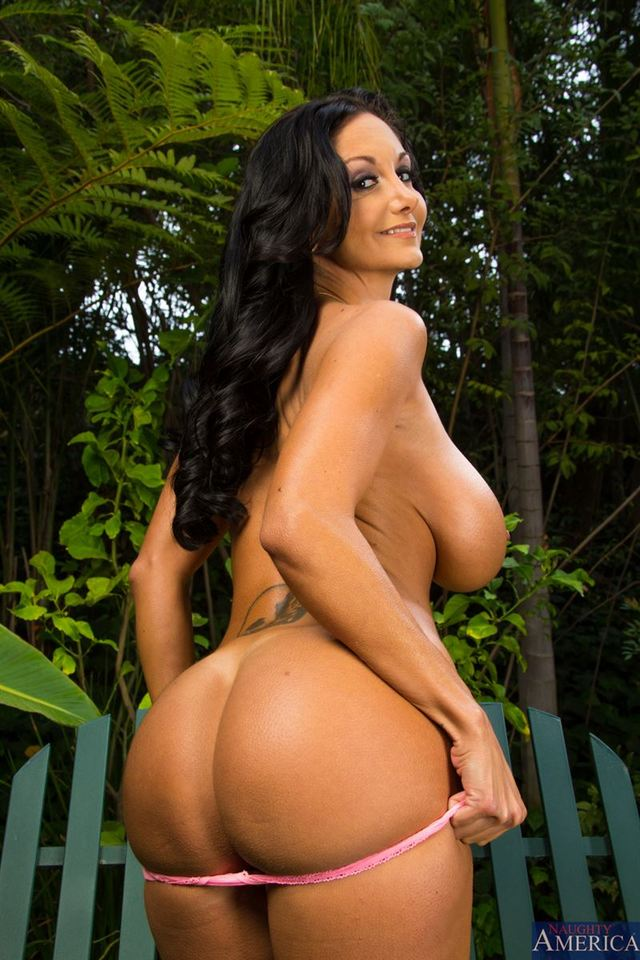 hot housewife porn pics picture guy younger hot gets housewife ava addams screwed