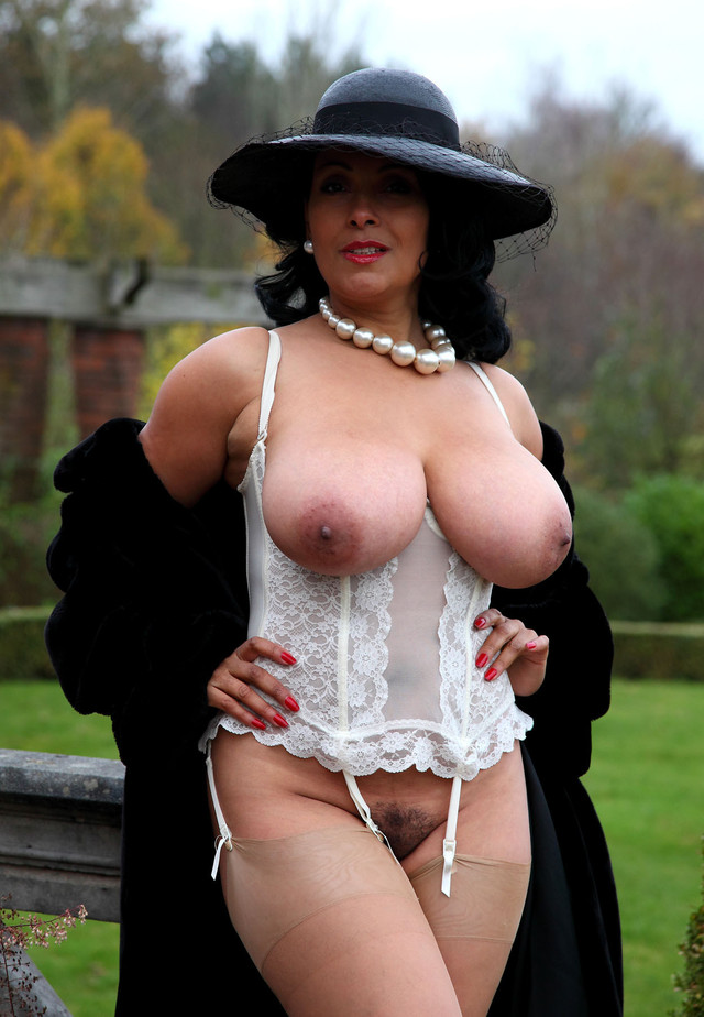 дамы голые фото онлайн