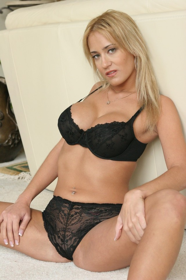 hot milf porn pic juicy milf hot boobs cunt busty blond showing