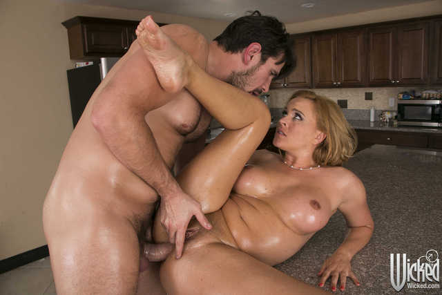 hot milfs porn galleries porn pictures galleries fucking hardcore milf blonde hot busty kitchen cougar cougars oiled wicked