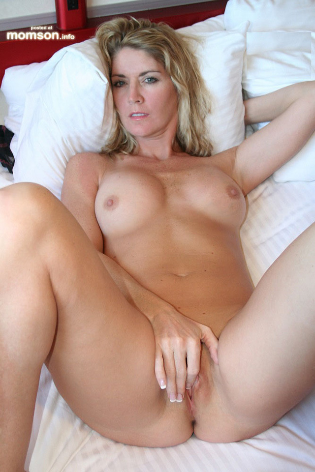 topless Hot mom