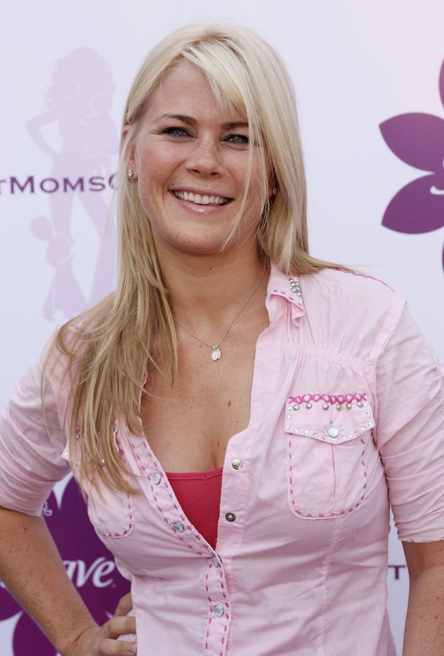 hot moms image pictures celebrity hot red moms pink shirt jeans attachments allison hollywood soiree sweeney