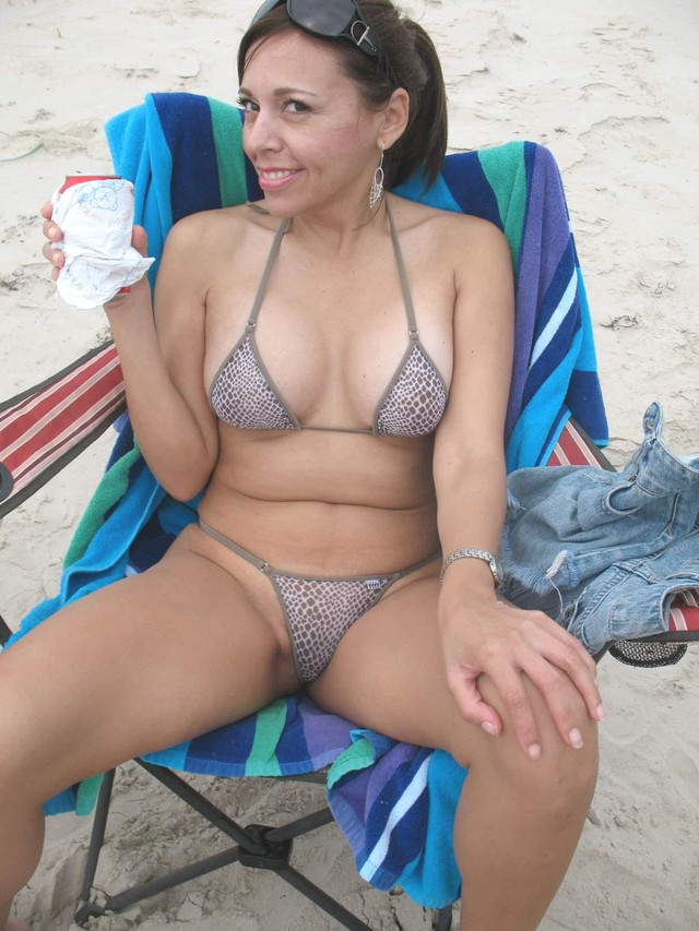 hot moms in bikini