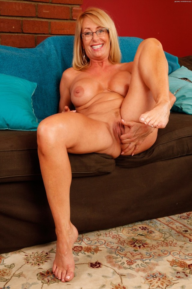 hot sexy matures amateur mature milf blonde hot sexy macy showcases maddison