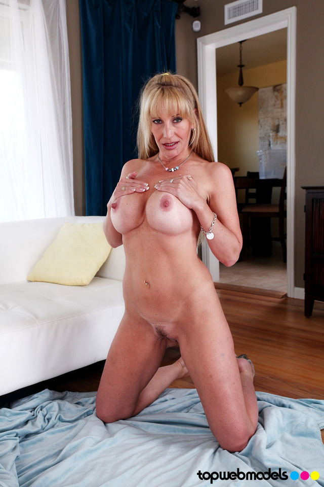 hot sexy moms pussy pussy media original mom large hot strip jaguar heels face breasted fuskator olivia landing parrish