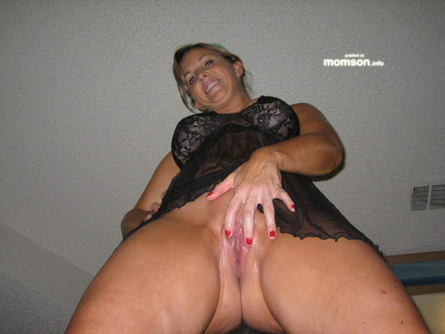 hot sexy moms amateur pussy mom pic spreading hot sexy labia