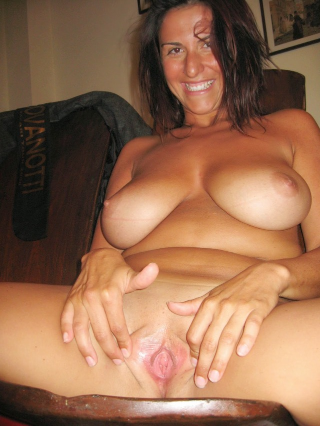 hottest milf porn pics amateur pussy nude woman naked brunette milf ...