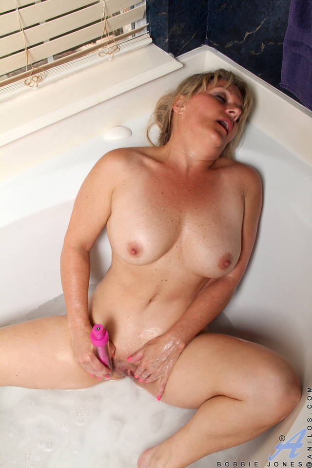 housewife in mature porn mature porn galleries milf housewife anilos jones bobbie