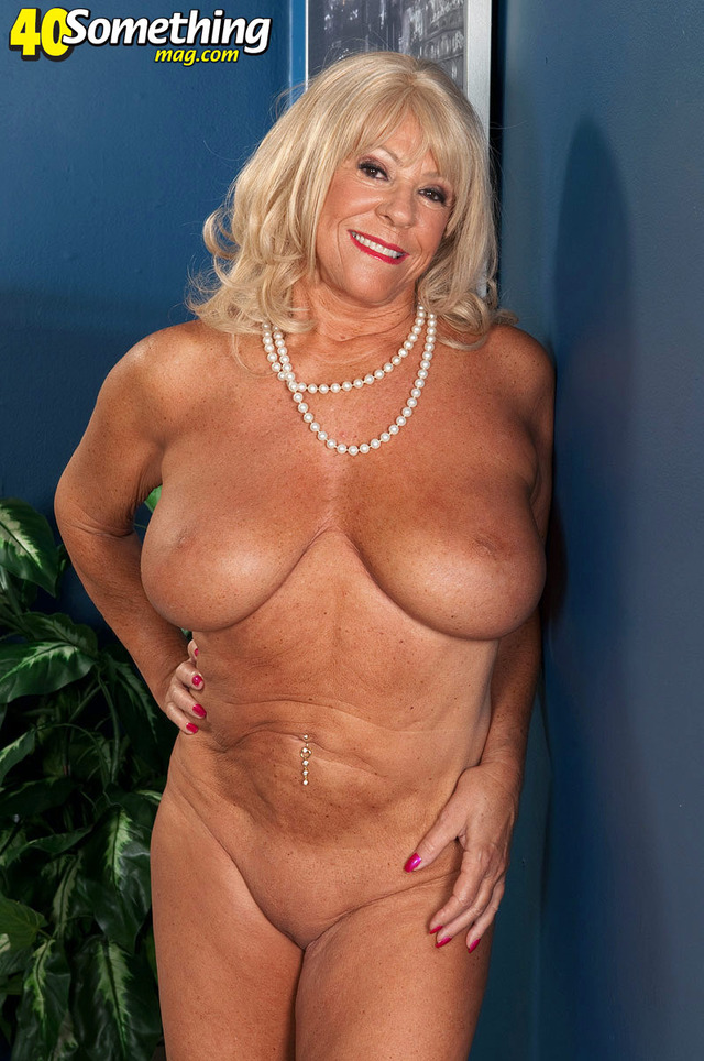 huge boob mature porn mature milf blonde photo tits hot boobs huge massive breasts mandi holding mcgraw