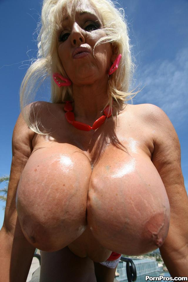 huge mature tits porn mature porn photo tits huge veteran tia gunn silicone