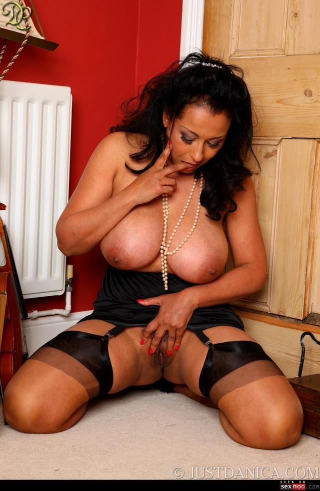 Free mature women in corset galleries