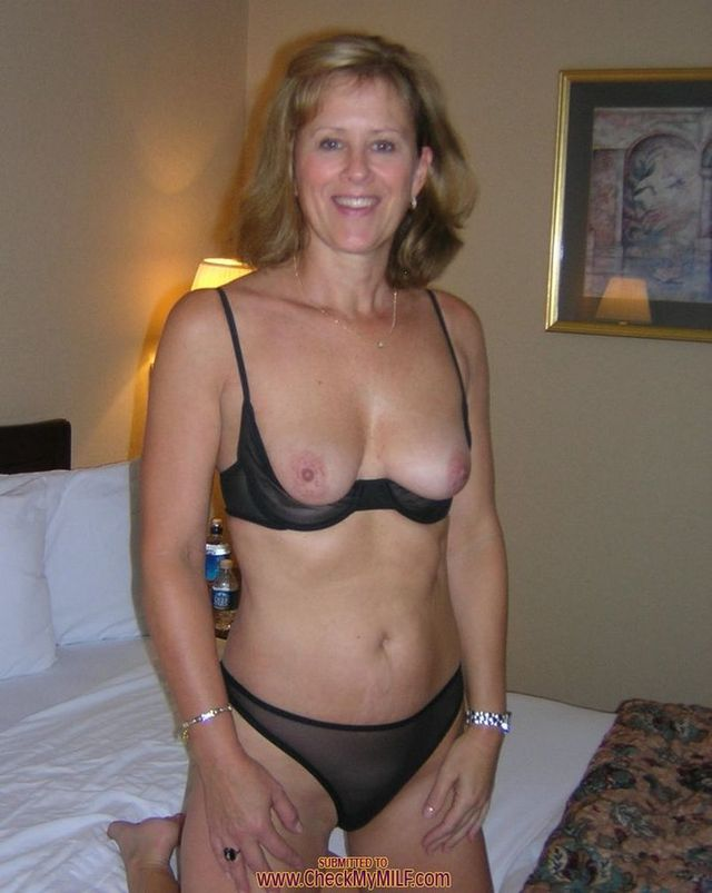 Amateurmilfs brunette mature