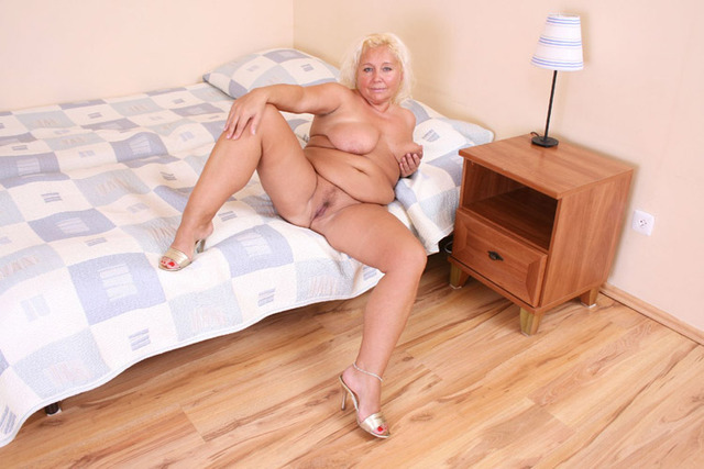 mature plump porn mature pictures bbw blonde spreading plump solo back wide