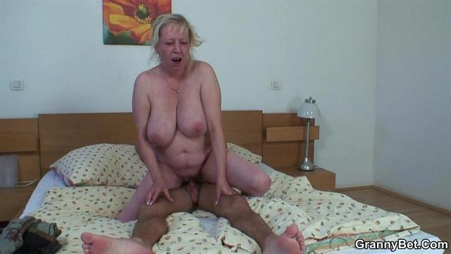 mature porn slut in action mature fuck slut bedroom