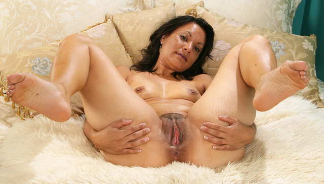 mature porn wife mature pussy porn mom milf wife photo granny spread wide soles