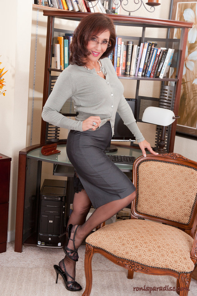 mature secretary porn mature pictures heels high roni paradise picsb nylons