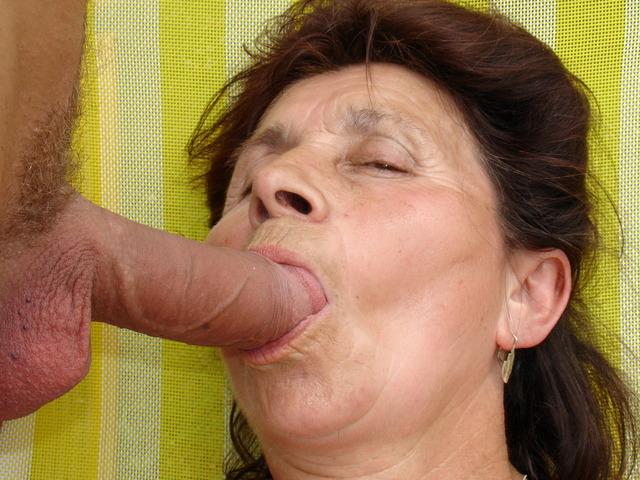 порно видео старухи в рот