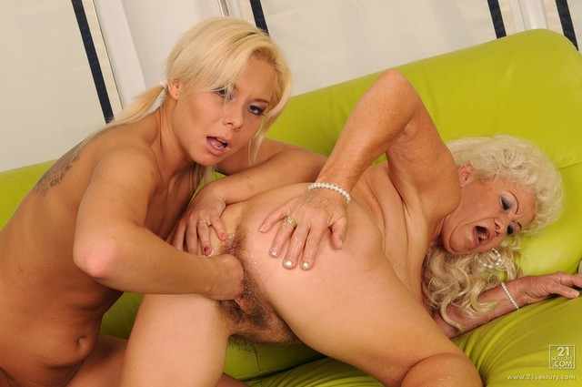 porn old on young lesbian old young love lesbian cunt lisa loves sextury