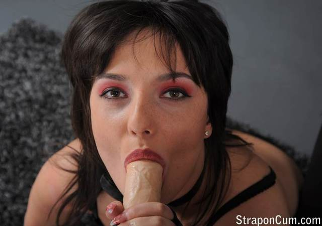 younger and older lesbian porn dildo strapon