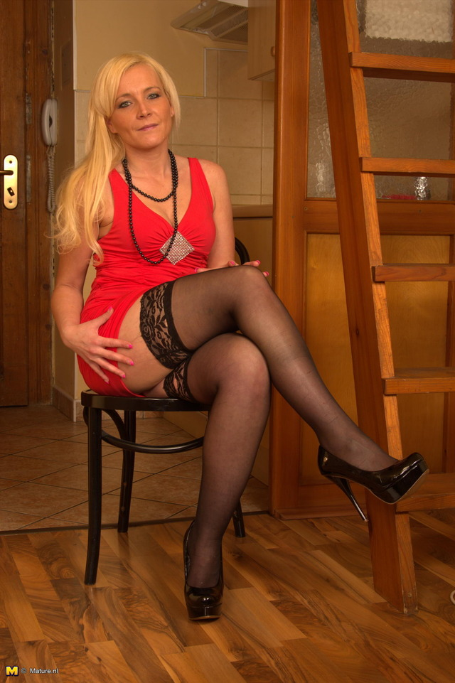 just milf pics milf blonde hot naughty going