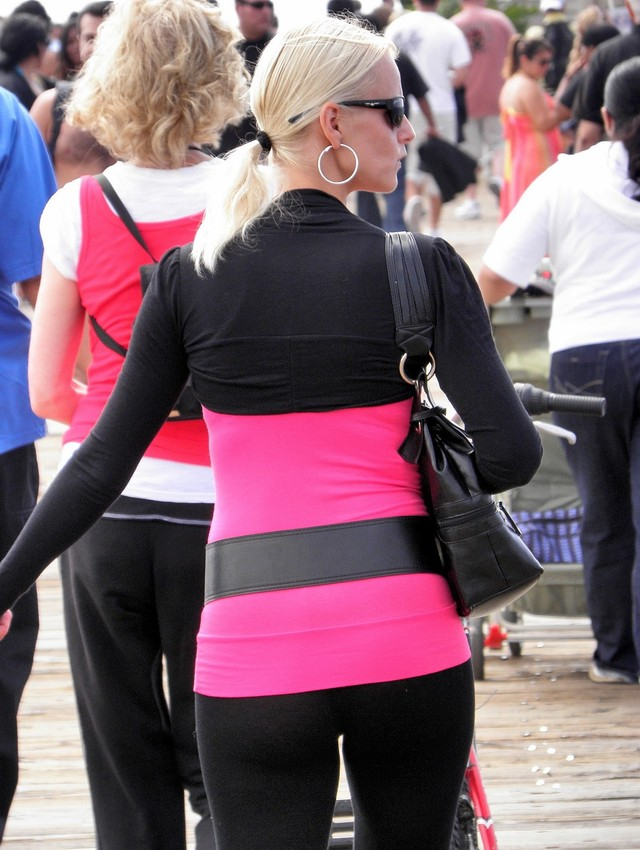 mature ass shots ass blonde hot candid shots spandex leggings