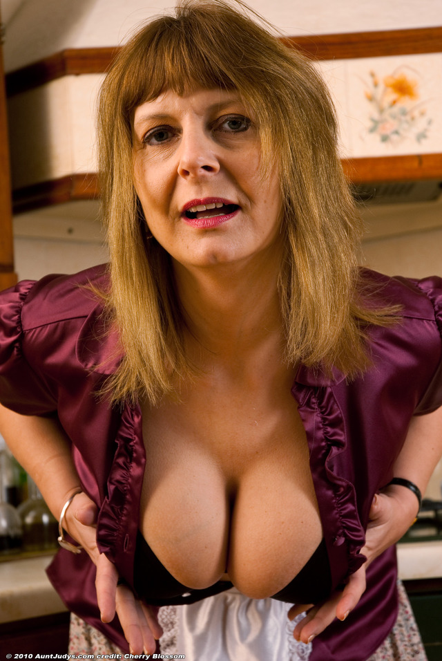 mature aunts porn mature galleries pic chubby kitchen model atk aunt judys