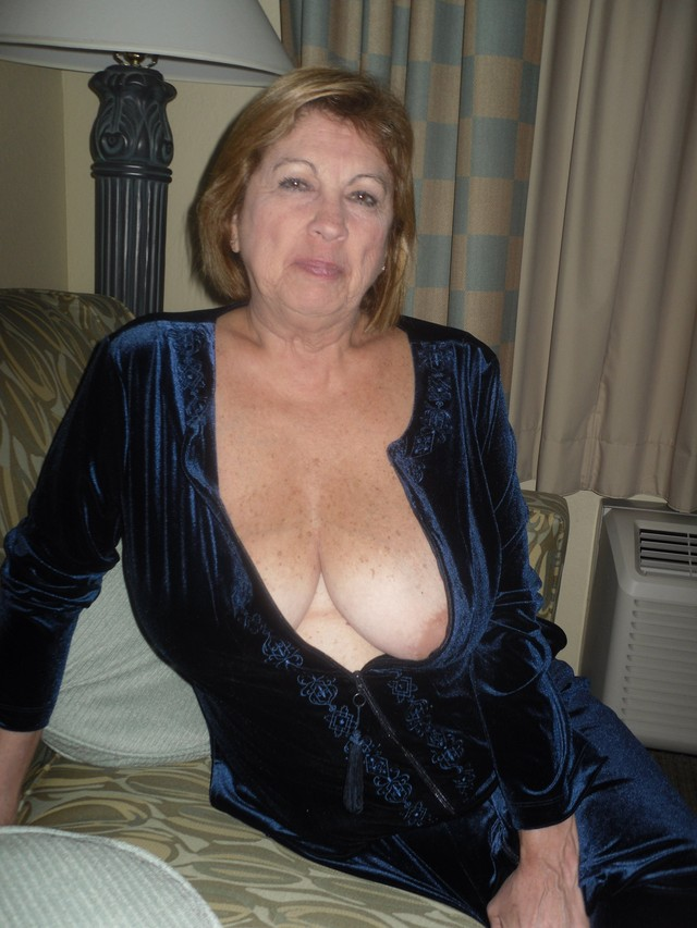 mature big breasted porn amateur mature porn photo breasts part french