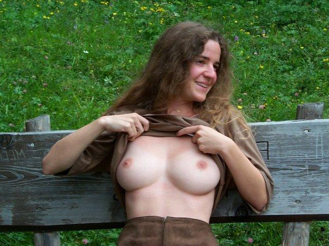 Milf Thirties Small Breasts 83