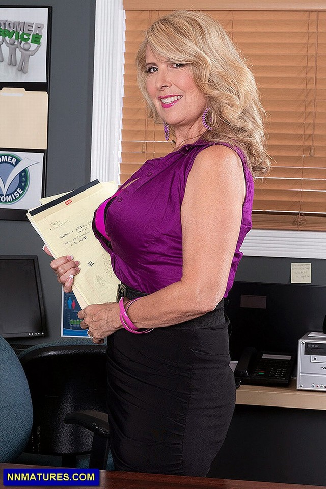 mature breasts porn mature pics mom wife gallery tits busty laura layne