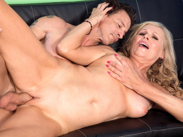 mature creampie porn creampie gets pantyhose wearing divorcee