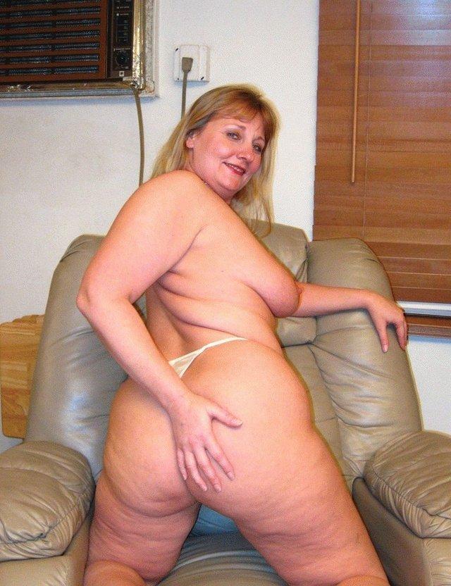 Bed busty in lesbian wife