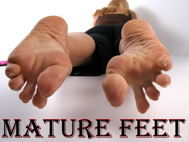 mature feet porn galleries mature feet