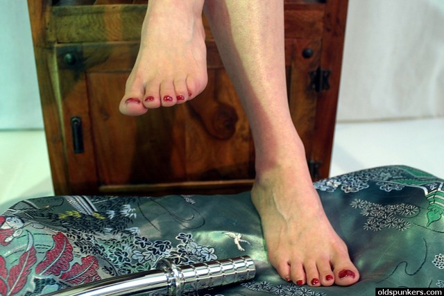 mature feet porn pictures