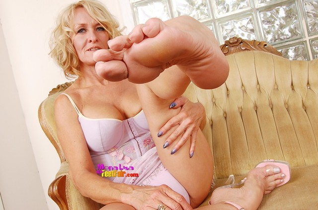 mature foot porn pics mature models fetish lisa queen foot mona