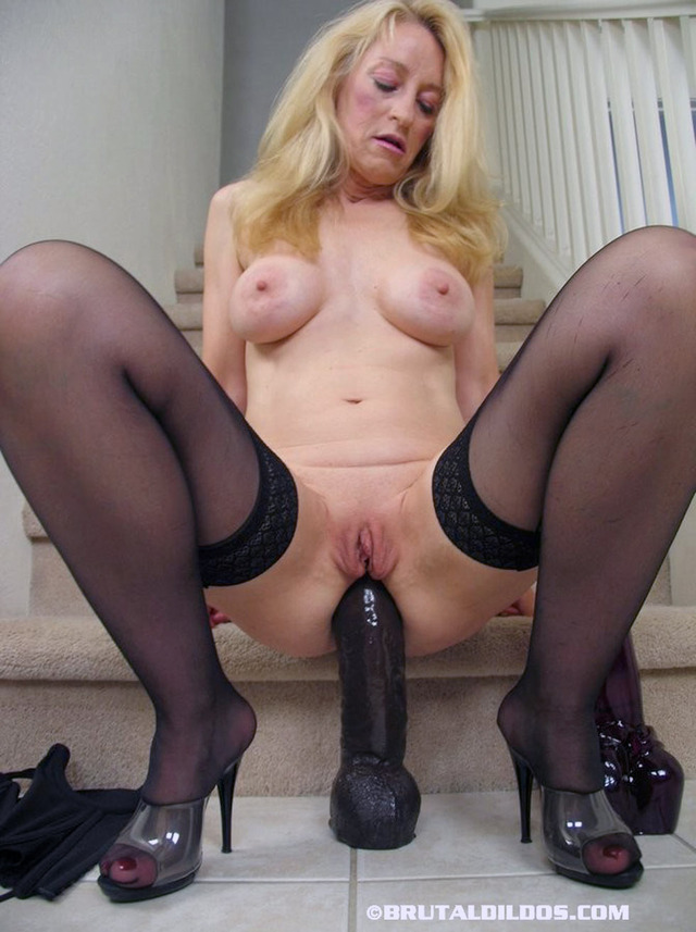 mature fuck images mature fucking dildo brutal herself robin